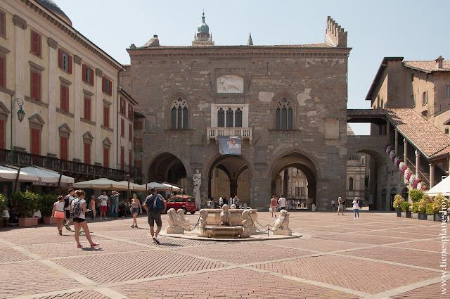 Piazza Vecchia Bergamo turismo Italia