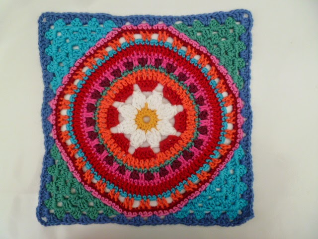 Susan Pinner: How to Add Granny Square Corners to a large circular ...