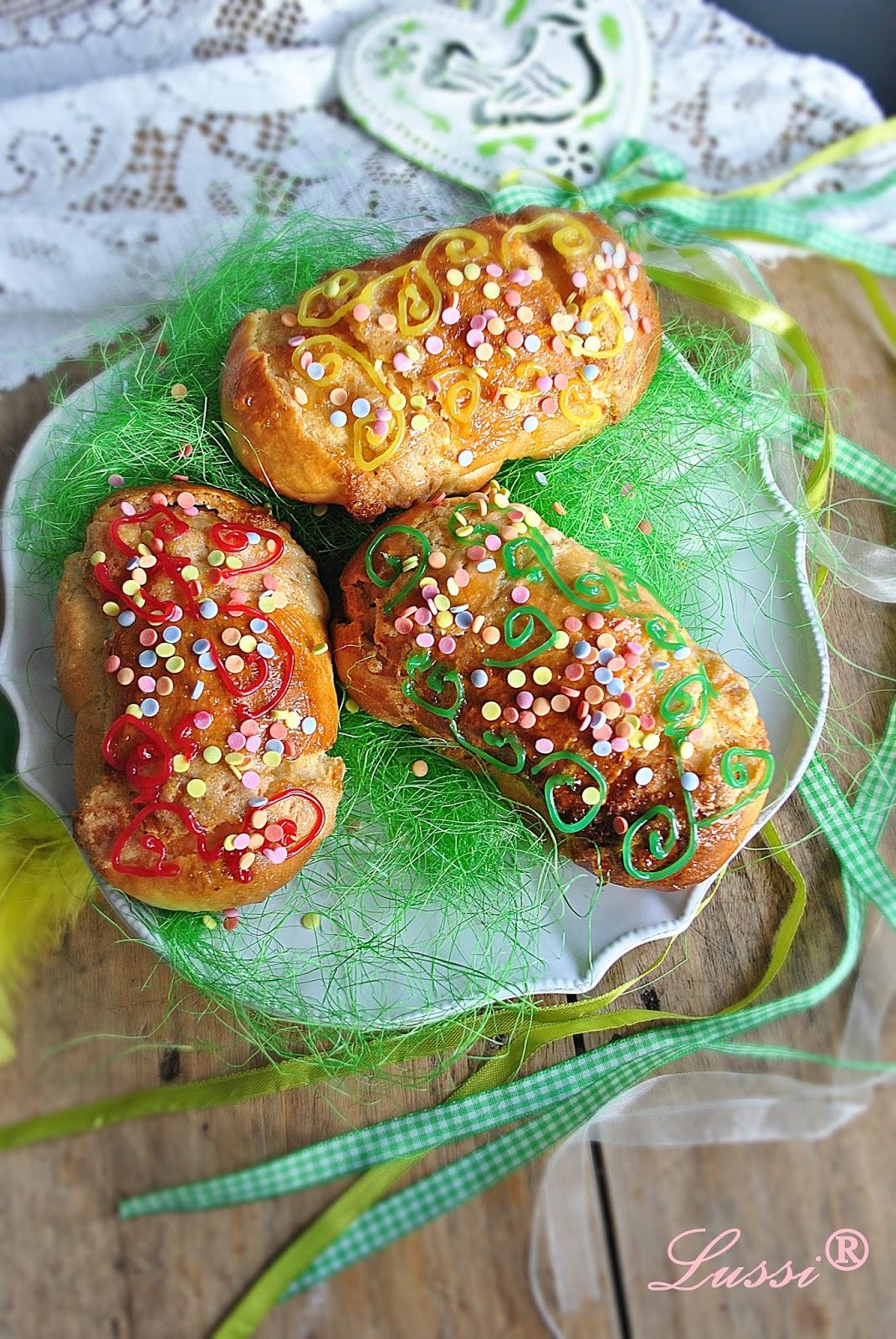 Хлебчета с вкусна плънка Писани яйца / Bread rolls Еaster eggs recipe