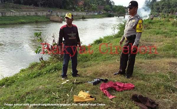 siswa madrasah di indramayu terseret sungai hingga tewas