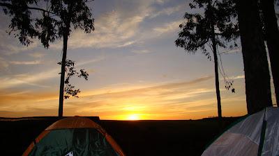 pôr do sol no camping em Itirapina