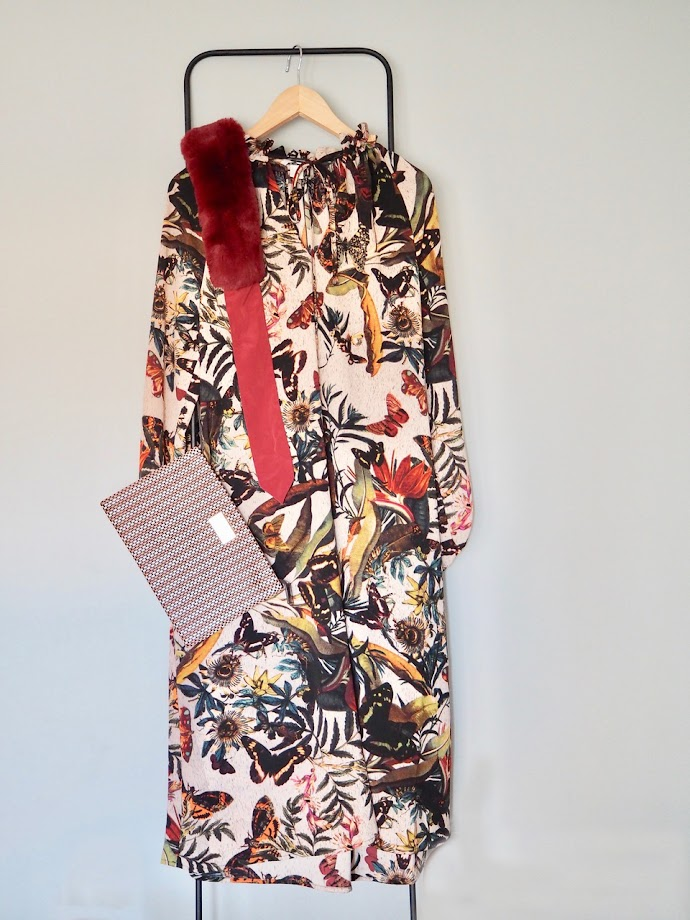 photo-look-vestido-largo-estampado-mariposas-hm-cartera-bimba-y-lola-cuello-pelo-granate-zara