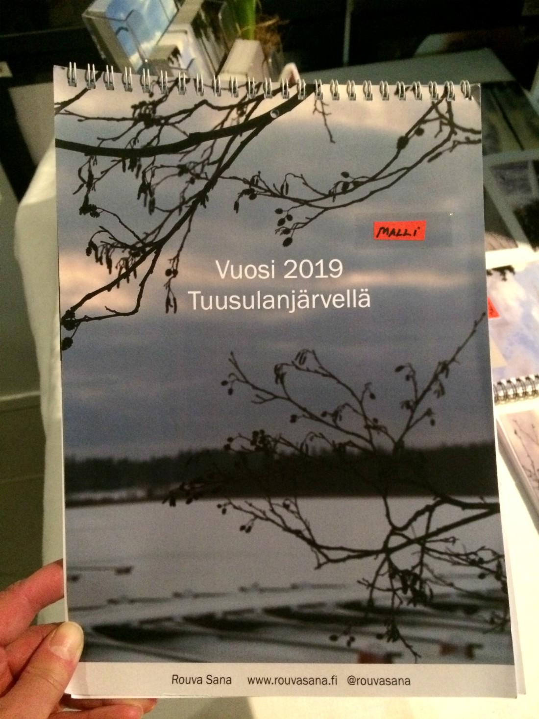 Rouva Sanan joulu, Vuosi 2019 Tuusulanjärvellä, Tuusulanjärvi-seinäkalenteri, Tuusulanjärvi