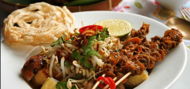 Masakan Khas Surabaya Lontong Balap Nikmat