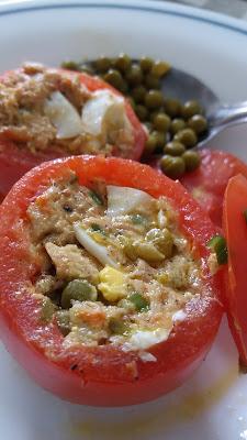 Tomates farcies thon et oeufs; facile et délicieuses!