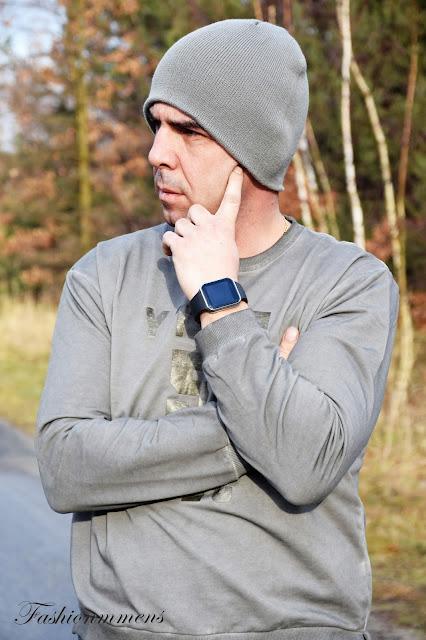 ROSEGAL - Smart Watch A9 i czerwona czapeczka.
