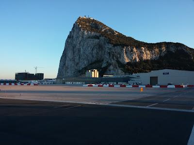 Skała Gibraltarska. Widok z lotniska