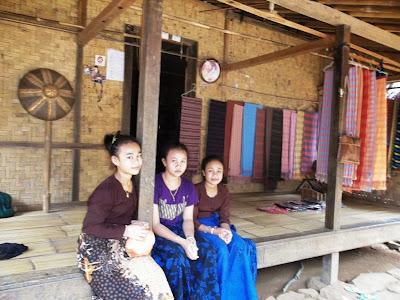 Hasil gambar untuk wanita Suku Sunda Baduy