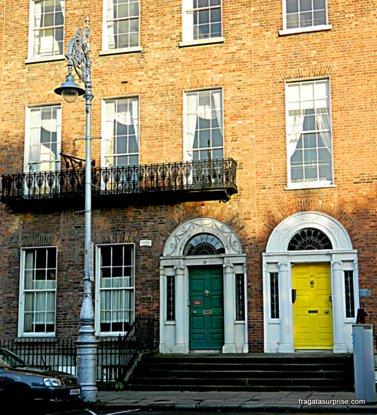 Fachada georgiana e as famosas portas coloridas de Dublin