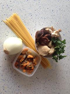 Spaghetti con mejillones y setas