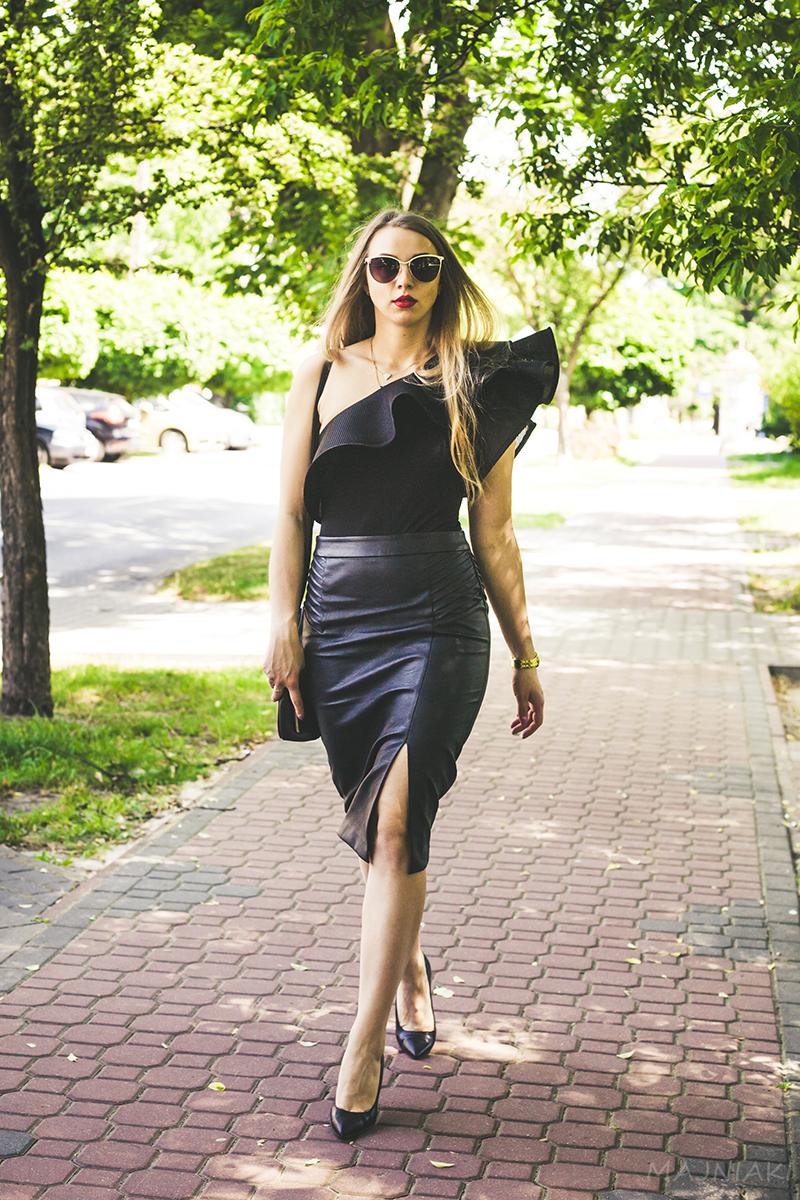 Total Black Smart Summer Look