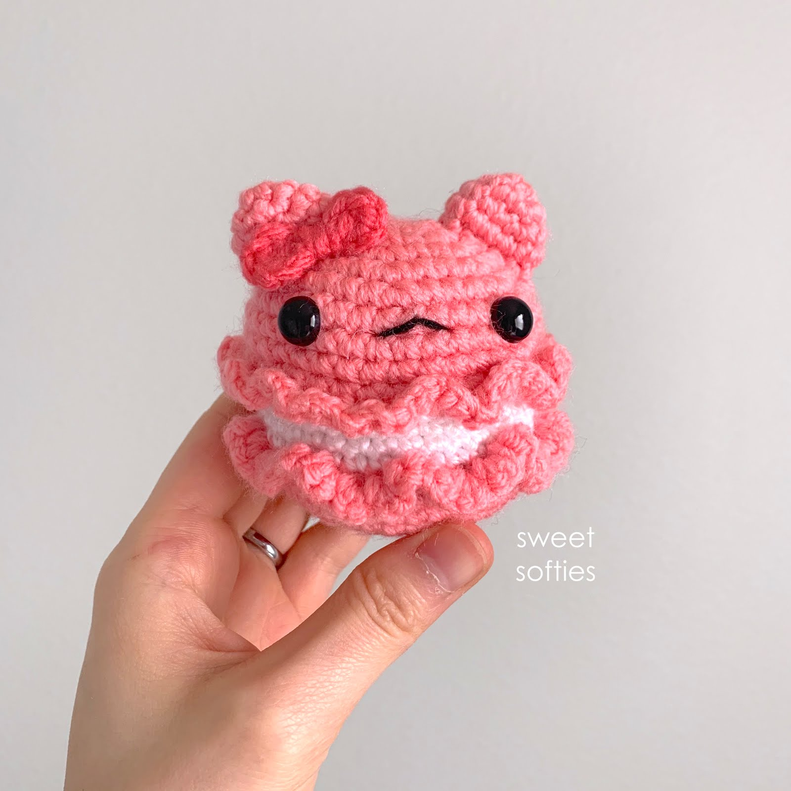 Amigurumi Ballerina Kitten - A Free Crochet Pattern - Grace and Yarn | 1600x1600
