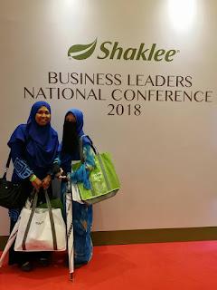 Saya bersama Kak Kep (Upline Saya ) dalam business Shaklee