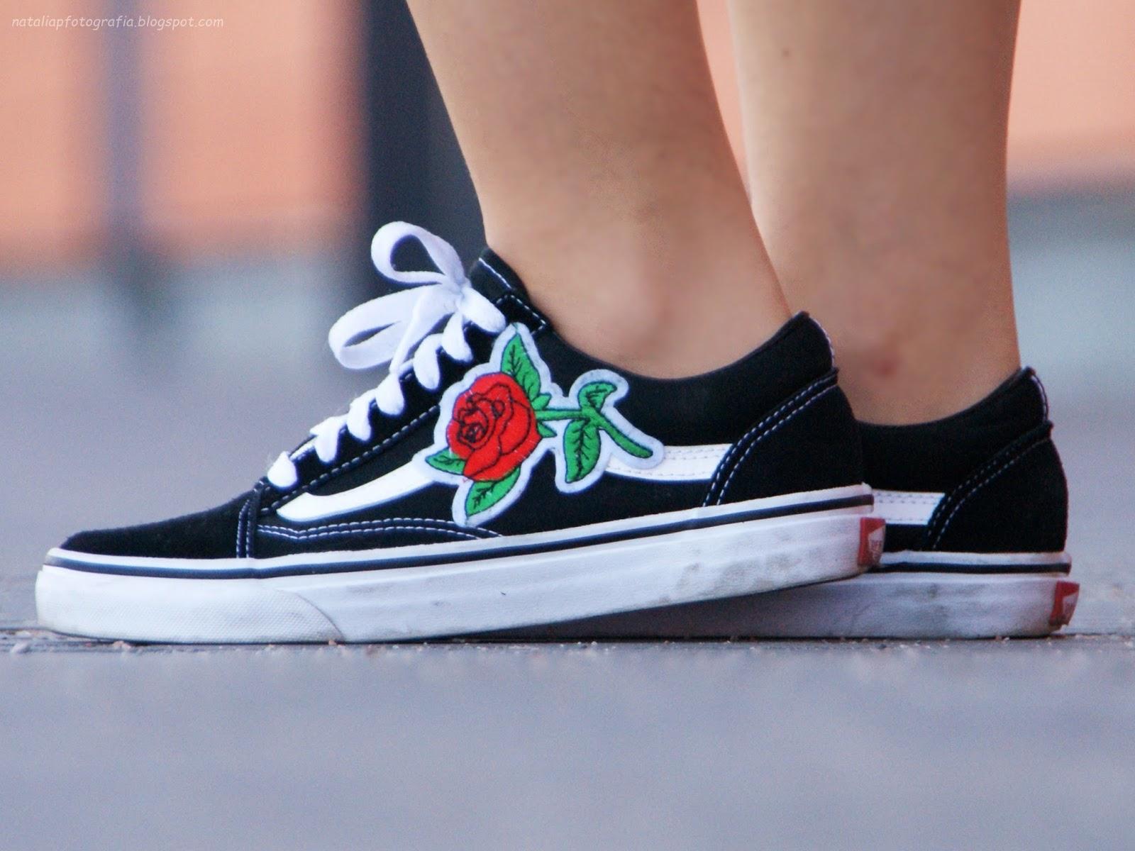 Słynne vansy z różami |