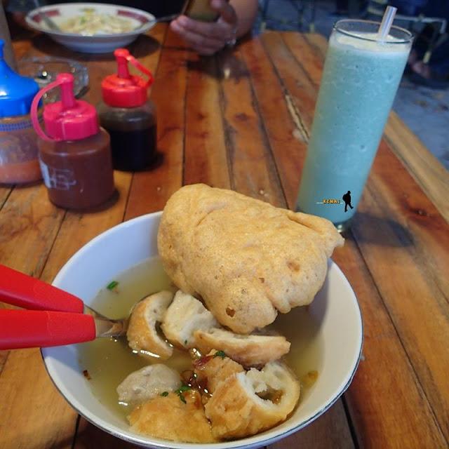 Wajib Makan Tahu Gejrot di Lawang Abang Cirebon