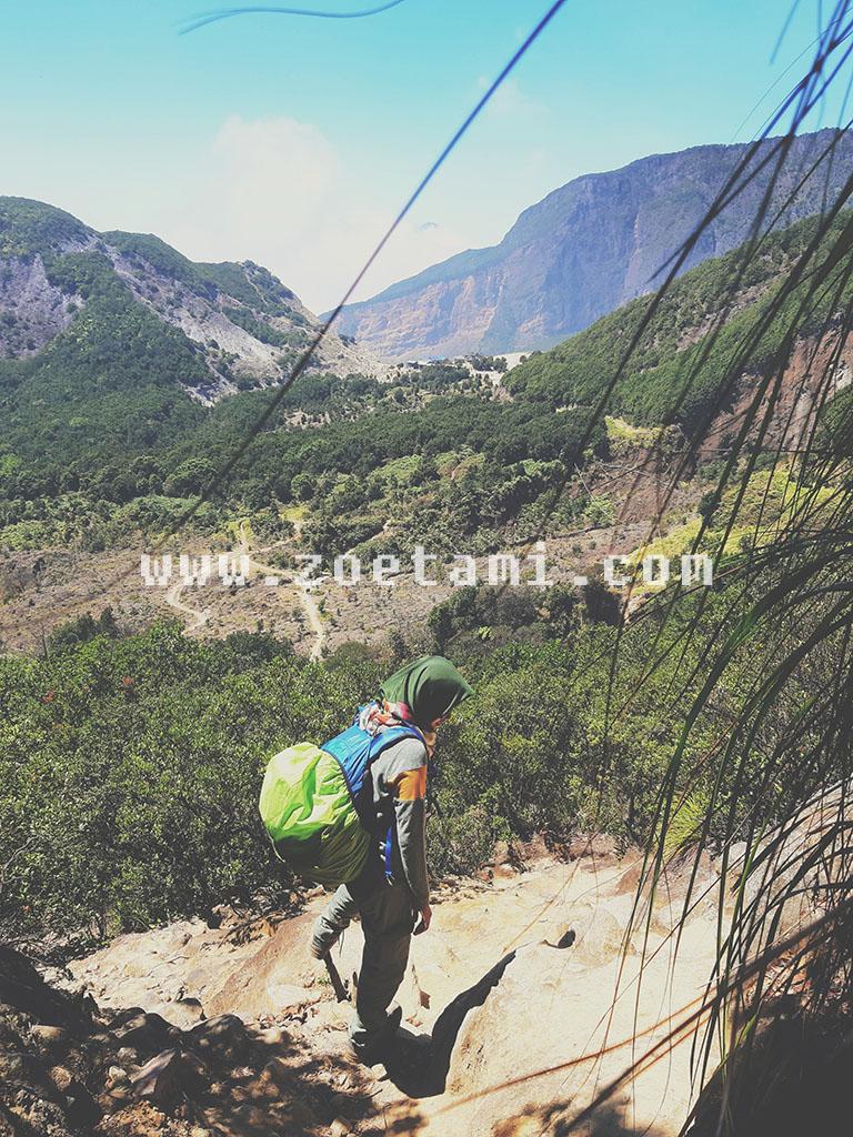 Hiking ke Gunung Papandayan Garut