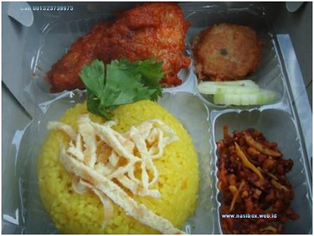 Nasi box kuning di ciwidey
