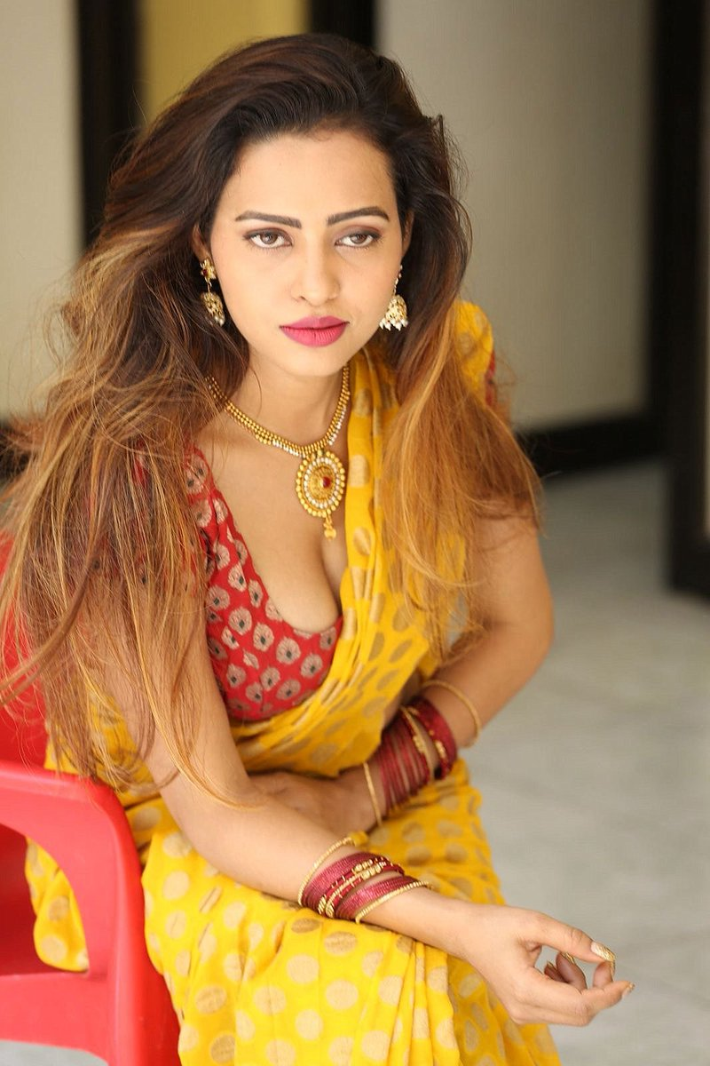 Actress GeethaShah Latest HD Images