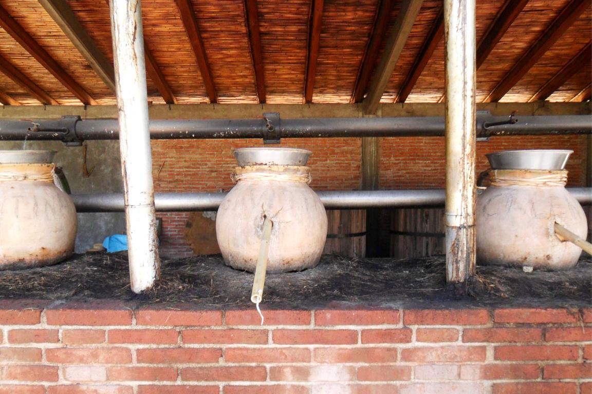 Ollas de barro para la destilación del Mezcal en Villa Sola de Vega.
