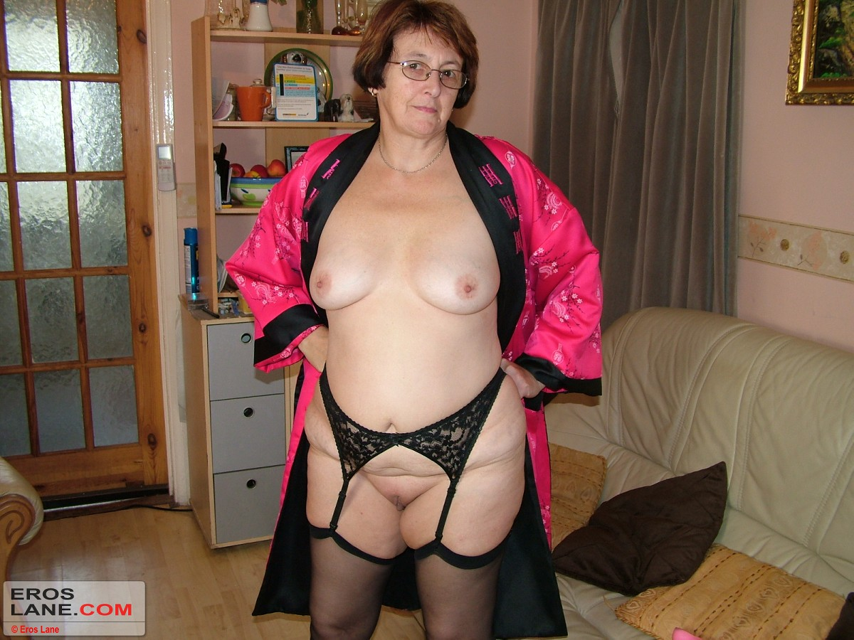 Beautiful women sucking cock photos