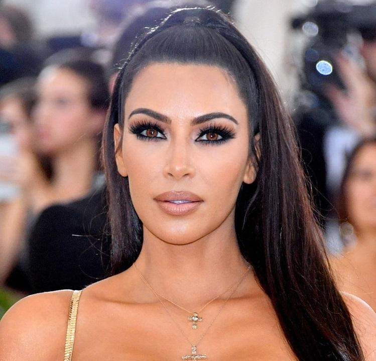 Descripción: 10 Famosos que Usan Lentillas de Contacto - Kim Kardashian