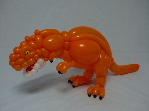 06-Dinosaur-Masayoshi-Matsumoto-isopresso-3D-Balloon-Sculptures-Animals-Insects-and-Human-www-designstack-co