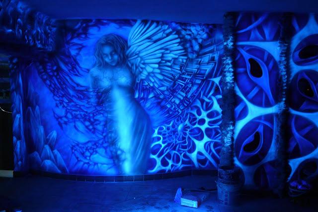 Malowanie anioła na ścianie w klubie Arctica w Płocku, aranżacja ścian w klubie, niedrogi wystrój klubu, jak tanio zaaranżaować klub?