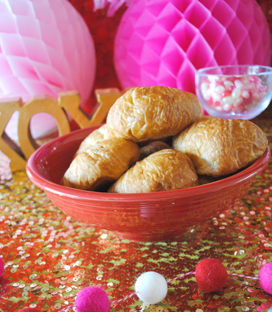 Serve up mini croissants at your Galentine's Day brunch. See more menu ideas for brunch at www.fizzyparty.com