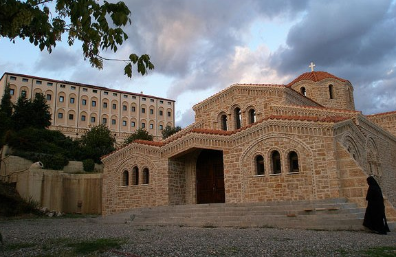Ιερά μονή Αγίου Νεκταρίου και Αγίου Φανουρίου στο Τρίκορφο της Φωκίδας