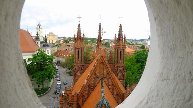 Šv. Onos bažnyčia pro Bernardinų bažnyčios langus