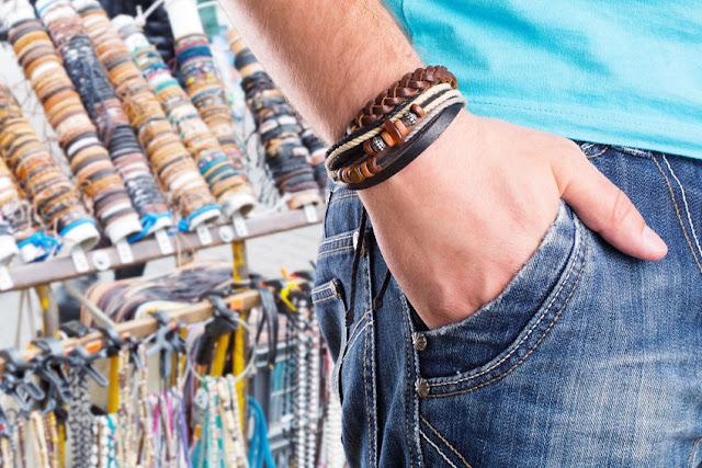 Como cuidar de pulseiras de couro