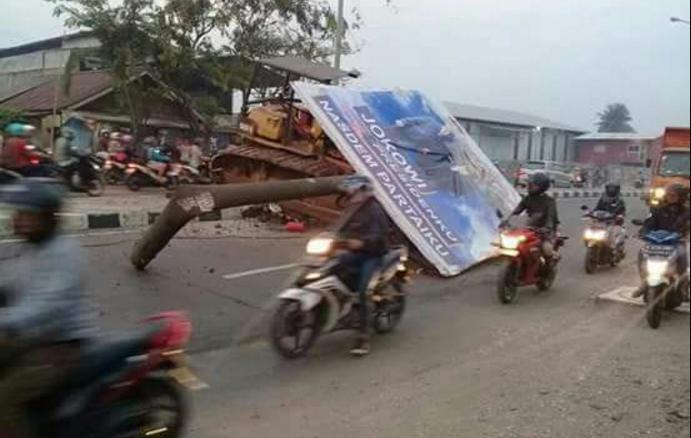 Innalillah, Pengendara Motor Wafat Tertimpa Baliho Jokowi Presidenku di Bekasi, Begin Faktanya