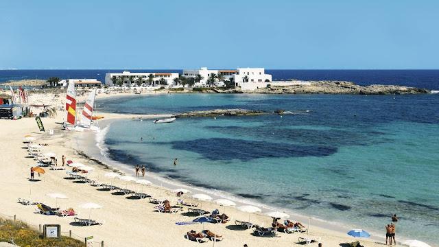 Praia Es Pujols, Formentera