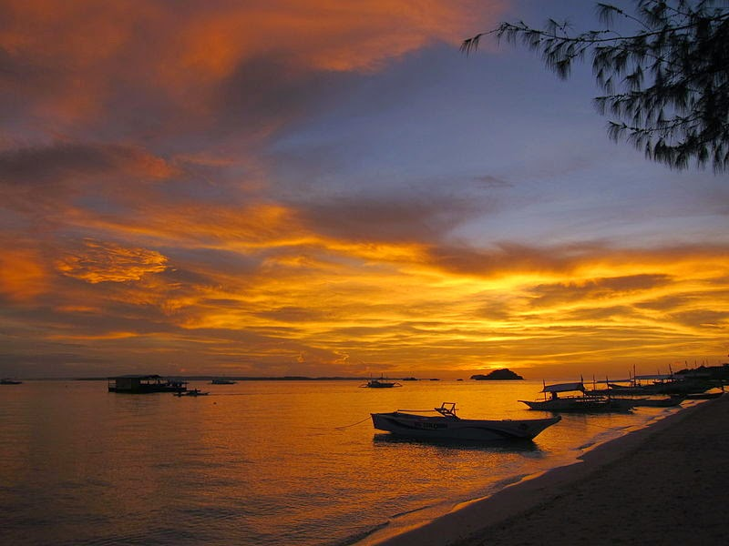 10 Most Famous Travel Destinations In Philippines | Sunset on Bounty Beach ,Philippines