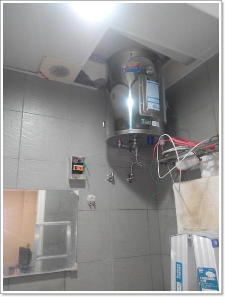 文山區 櫻花 儲熱式8加侖烤漆 橫掛 電熱水器 EH-089,為了彌補這個缺點才衍生出儲熱式電熱水器這種商品。儲熱式電熱水器可以把他想成預先幫您加熱了一桶熱水,可延長產品控制基板壽命, 買了亞昌 ih20-f 20加侖,8G儲熱式電熱水器 EH-88BS | 宏騏 水電 材料 五金 維修
