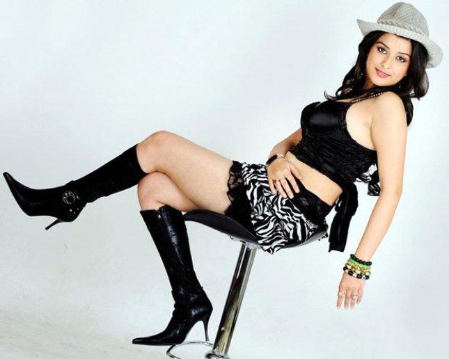 Madhuurima Hot Unseen Legs Thighs Stills In Mini Black Short