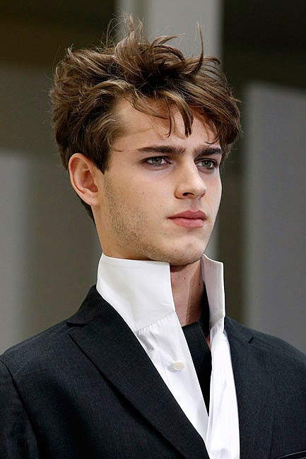 Varios peinados peinados hombre pelo medio largo Imagen de cortes de pelo consejos - Modela tu Cabello: Peinados para hombres con pelo lacio