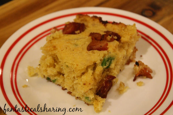 Jalapeno Bacon Skillet Cornbread // This cast iron cornbread is easy to make and has a hint of spice and salty bacon to boot! #recipe #cornbread #bacon #jalapeno