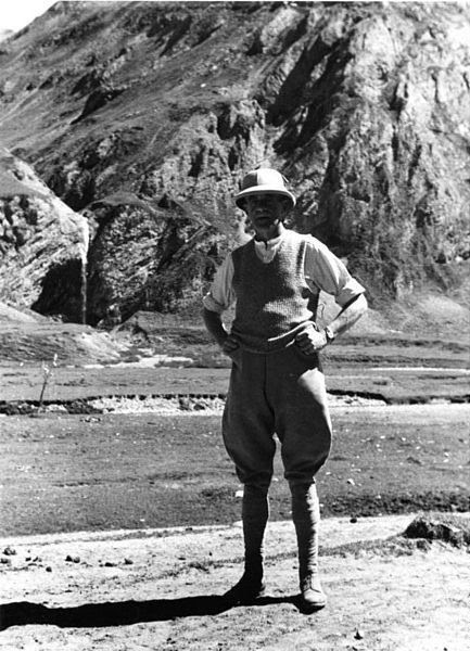 http://en.wikipedia.org/wiki/File:Bundesarchiv_Bild_135-S-06-10-06,_Tibetexpedition,_Mr._Gould.jpg