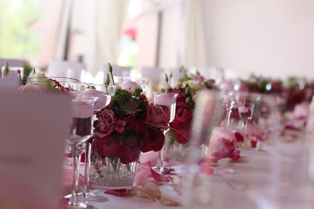 Wedding table, Shades of pink, weddings abroard, mountain wedding at the lake, wedding, Bavaria, Germany, Garmisch, Riessersee Hotel, getting married in Bavaria, wedding planner Uschi Glas