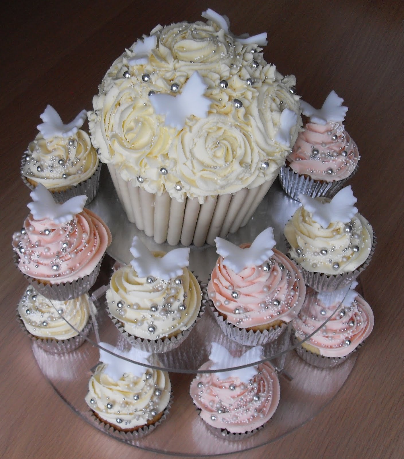 Cupcake Ideas For Wedding: Vanilla Cupcakes With Vanilla