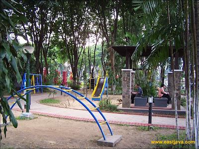 Tempat Belajar dan Bermain Anak di Taman Bungkul Surabaya