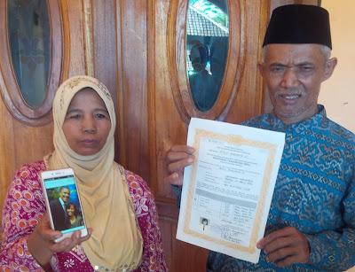 Turiyo dan Alimah, orang tua Imamatul Maisaroh (Foto: M Aminudin/detikcom)