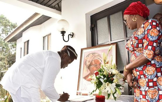 Photos: Lagos State Gov., Ambode pays condolence visit to Mobolaji Johnson over his wife's demise