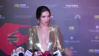 Deepika Padukone Promoting   Return of Xander Cage in India in Golde Gown 16 .xyz.jpg