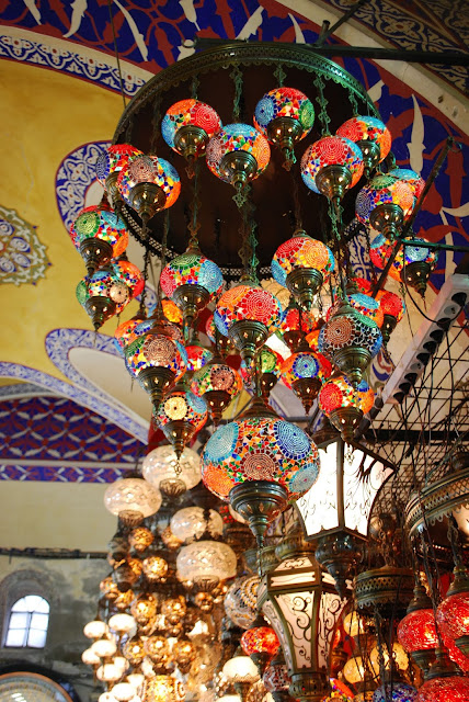 Большой базар Стамбула.  Гранд базар (Крытый базар, Крытый рынок, Капалы Чарши, тур. Kapalıçarşı, англ. Grand Bazaar)