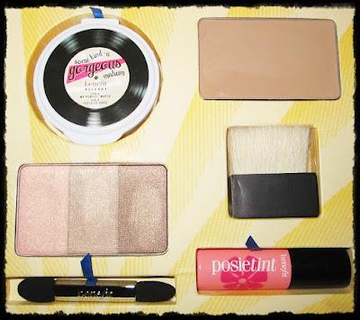 interior del kit de maquillaje cabana glama de benefit