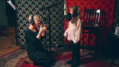Pink & Daughter Willow Sing First Eva Duet 'A Million Dreams'