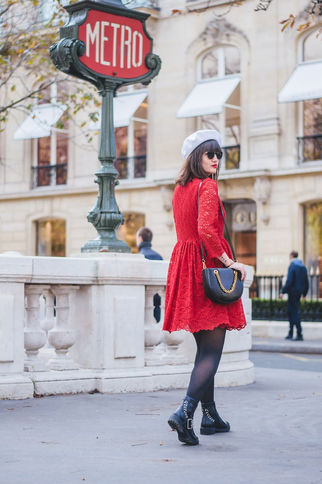 parisianstreetstyle-look-mode-fashion-mode-meetmeinparee-reddress-cute