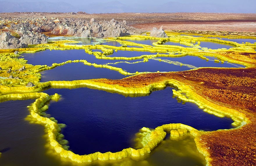 18. Dallol Volcano in Ethiopia - 29 Unbelievable Locations That Look Like They're Located On Another Planet